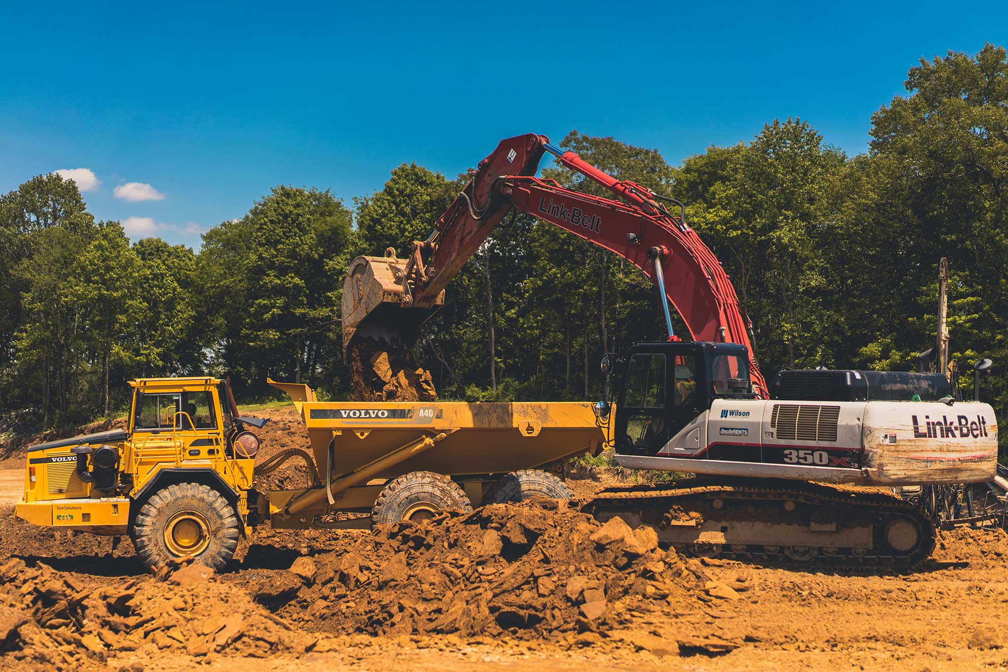 CDCI Excavator loading dirt into truck